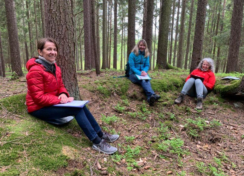 Die Teilnehmerinnen vom Wald-Workshop mit FRAU iDA Expertin Ingrid Stift im Mai 2021.